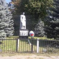Памятник односельчанам погибшим в ВОВ.JPG